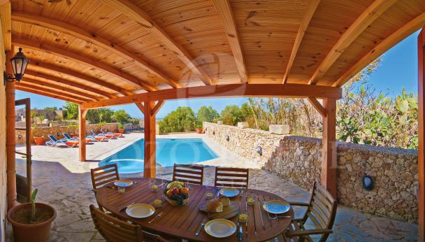 pool-deck-table
